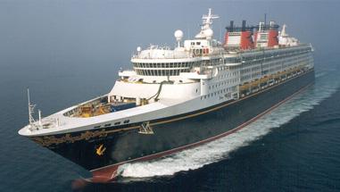 Imagen de un crucero navegando